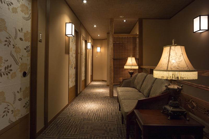 2階には4つの個室(~4名)がございます。広島の山岳にちなんだ名前がついています